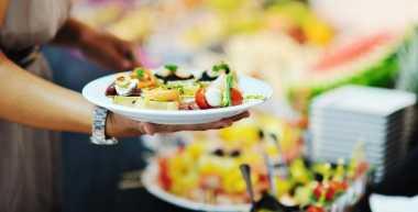 Tips Makan Enak di Pesta Tanpa Takut Gendut