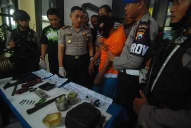 Punya Jimat Kebal, Pelempar Bom Bondet Akhirnya Ambruk Didor Polisi