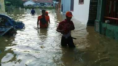 Banjir di Jatim Kian Meninggi, Warga Mulai Mengungsi