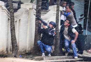 Foto-Foto Jenazah Pelaku Bom Bandung Tiba di RS Bhayangkara