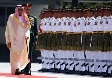 RAJA SALMAN: Menuju Indonesia, Raja Salman Bawa Dua Mobil Mewahnya