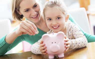 Moms, Ingin Anak Cerdas Mengelola Keuangan, Katakan pada si Kecil jika Menabung Itu Keren!