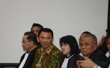 SIDANG AHOK: Terus Menolak Saksi Ahli, Ahok Dinilai Lagi Kalut