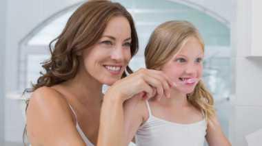 Pentingnya Mengajarkan Anak Menyikat Gigi Sebelum Tidur