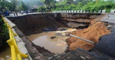 Digerus Air, Jembatan Penghubung Tulungagung-Kediri Putus Total