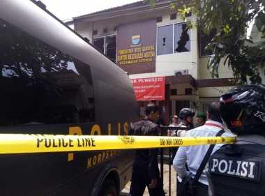 """Densus 88 Kembali """"Acak-Acak"""" Rumah Terduga Teroris Bom Bandung"""