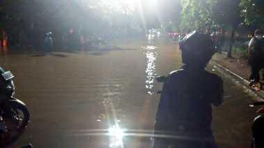 Kawasan Jakarta Selatan Dikepung Banjir, Lalin di Sejumlah Ruas Jalan Macet