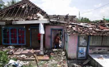 Rumah Warga Situbondo Ambruk Diterjang Puting Beliung