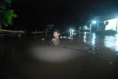 Banjir Setinggi 2 Meter Terjang Jombang, Ribuan Rumah Warga Terendam