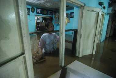 Mulai Bersahabat dengan Banjir, Ribuan Jombang Warga Enggan Mengungsi