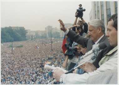 HISTORIPEDIA: Boris Yeltsin Menangi Pemilu Pertama dan Terakhir Uni Soviet