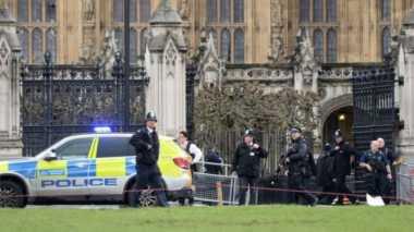 Penusukan, Suara Tembakan terdengar di Depan Gedung Parlemen Inggris