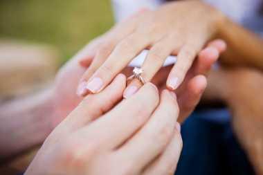 Cara Mudah Cuci Cincin Berlian Kesayangan di Rumah