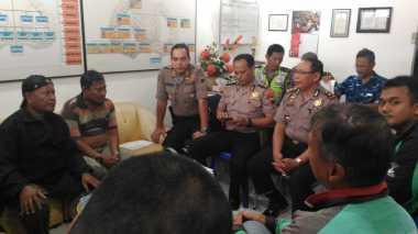 Priiiit! Driver Ojek Online Bentrok dengan Opang di Semarang
