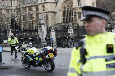 Polisi Buru Pelaku Penyerangan di Gedung Parlemen Inggris yang Buron