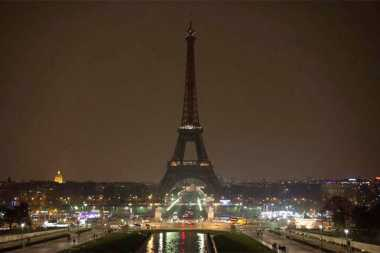 VIDEO: Pasca-Teror di London, Lampu Menara Eiffel Dipadamkan