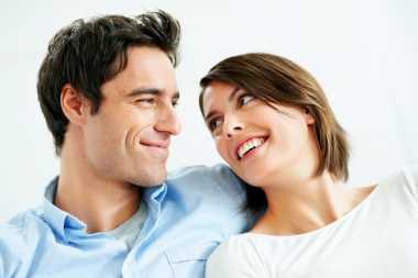 Suami-Istri Menjadi Pasangan Bahagia Cukup Melakukan Hal Sederhana Ini Saja!
