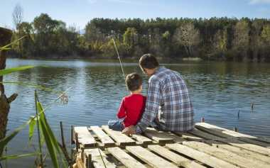Hari Minggu Ayah Ajak Anak Mancing Saja Sambil Bercerita! Mereka Pasti Bangga