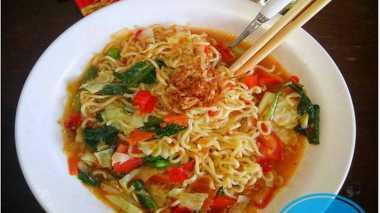 RESEP PILIHAN: Makan Siang dengan Mi Instan Kari Ayam Super Pedas