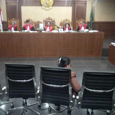 Bantah Terlibat Proyek E-KTP, Politikus Hanura Menangis di Persidangan