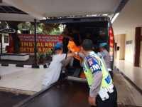 Tiba di RS Polri, Jasad Terduga Teroris Dimasukkan Ruang CT Scan Postmortem