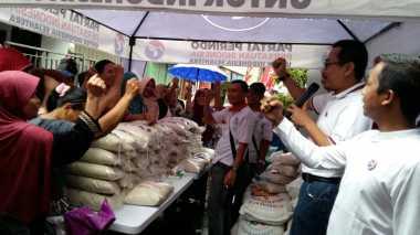 Hujan Tak Surutkan Warga Rawa Buaya Datangi Bazar Kartini Perindo