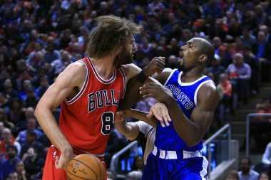 Berkelahi di Tengah Laga Bulls vs Raptors, Lopez dan Ibaka Diskors