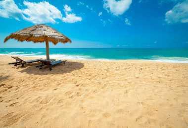 Ajak Keluarga Bermain di Pantai Carita Anyer Yuk!
