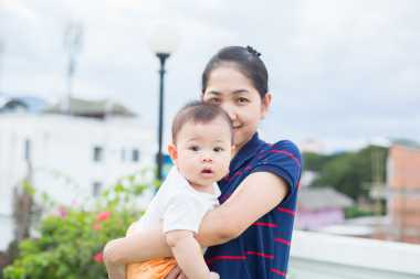 Menggendong Anak Saat Hamil, Simak Penjelasan Ini