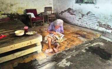 Tolong... Dua Nenek Renta di Cirebon Butuh Bantuan