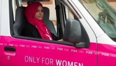 Asyik! Pakistan Luncurkan Taksi Pink Khusus untuk Perempuan