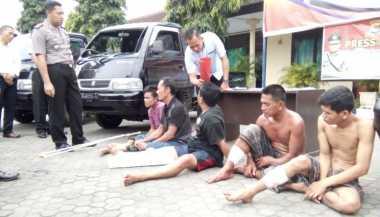 Menabrak Petugas saat Hendak Ditangkap, Maling Mobil Pikap Ditembak