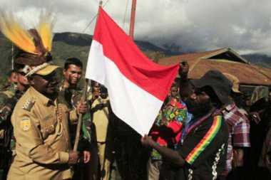 155 Anggota OPM Puncak Jaya Turun Gunung Ucapkan Ikrar Setia ke NKRI