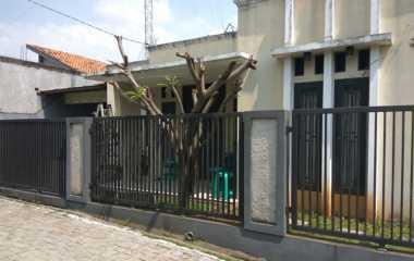 Rumahnya Digeledah Densus 88, Istri & Anak Terduga Teroris Pamulang Menghilang