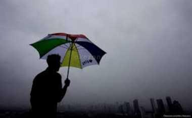 Sedia Payung Ya, Hujan Diprediksi Guyur Jakarta Siang Hari