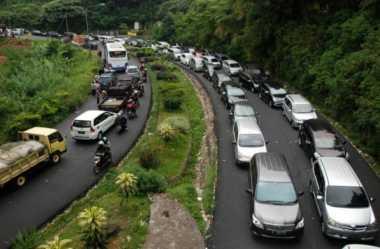 Traveling ke Puncak Bingung dengan Kemacetan? Jangan Galau, Ini Trik Bebas Macetnya!