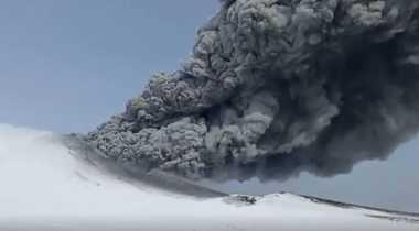 VIDEO: untuk Pertama Kalinya dalam 250 Tahun, Gunung Berapi Kambalny Meletus