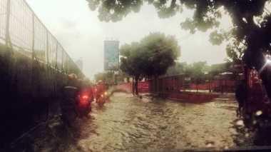 Yaelah.. Baru Juga Hujan, Jalan Arjuna Selatan Sudah Tergenang