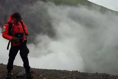Pendaki Hilang Sempat Tulis Namanya di Dasar Kawah Gunung Lokon