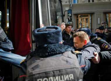 Rival Putin Ditangkap di Tengah Demonstrasi Anti-Korupsi
