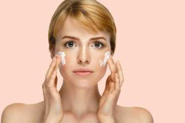 Apa Itu Cleansing Oil dalam Tahapan Skincare Korea?