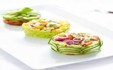 RESEP PILIHAN: Cabbage & Corn Salad Cake, Kejutan untuk Sahabat yang Vegan