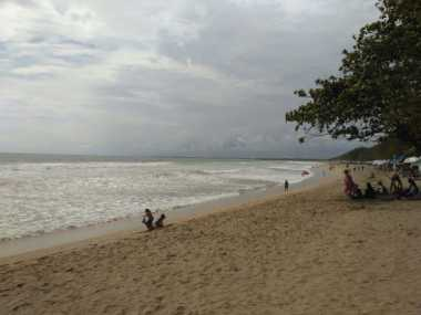 Pantai Kuta Mulai Sepi Jelang Perayaan Nyepi