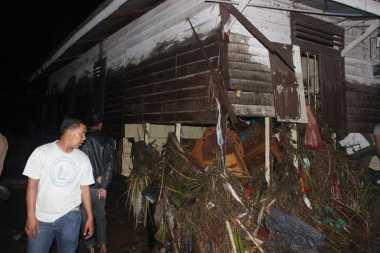 Ratusan Korban Banjir Bandang Padangsidimpuan Masih Menggungsi di Lokasi Aman