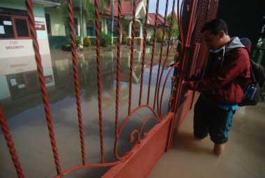 Banjir Juga Rendam 5 Sekolah di Mojokerto, Belajar Mengajar Diliburkan