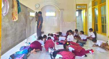Kasihan, 48 Siswa SD di Cirebon Harus Belajar di Musala