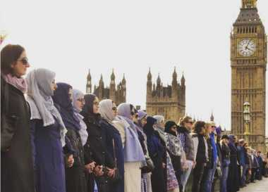 VIDEO: Begini Aksi Solidaritas Puluhan Perempuan untuk Kenang Korban Teror London