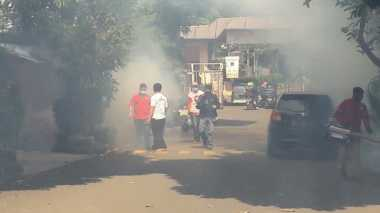 Cegah Demam Berdarah, Rescue Perindo Asapi 1.200 Rumah Warga di Cipayung
