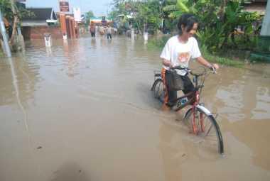 Duh! Ratusan Rumah Warga di Mojokerto Masih Tergenang Banjir