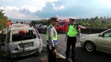 Innalillahi, Nissan X-Trail Dibawa Profesor Joey Terbakar di Tol Cipularang